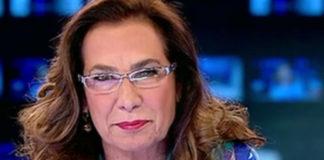 Cesara Buonamici TG5 camicia Emilio Pucci gioielli Chantecler